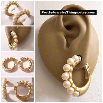 Monet Pearl Graduated Hoops Clip On Earrings Gold Tone Vintage Satin Large Round Ribbed Band White Beads Comfort Paddles