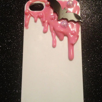 Iphone 4/4s Pink Dripping Bat Decoden Phone Case. Kawaii, Cute Can be made for ANY phone
