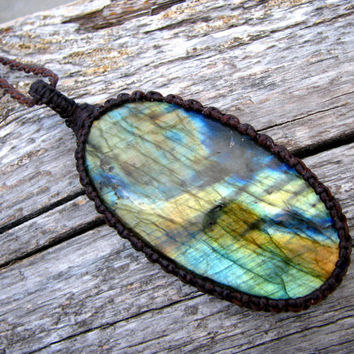 Gift ideas for her, Labradorite Necklace, Labradorite pendant, Raw Labradorite, Healing crystals, Fall fashion trends, OOAK, Christmas