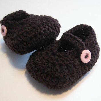 Crochet baby booties.  Maryjane style.  Ready to ship.  Brown and pink.  3 to 6 months.