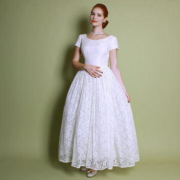 50s White LACE WEDDING DRESS / Decadently Full Skirt, s