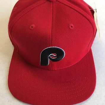 DCCKIHN AMERICAN NEEDLE PHILADELPHIA PHILLIES RETRO RED BLACK P SNAPBACK HAT