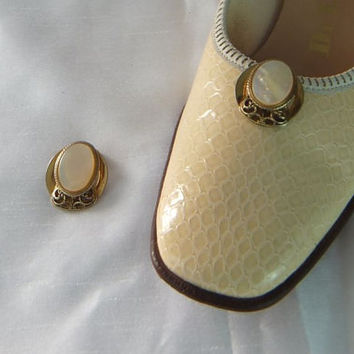 1940s - 50s Vintage / Mother of Pearl / Filigree / Shoe Clips / Pair / Goldtone