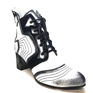 Kashani Black/White Women's Vintage Leather Lace-Up Boot