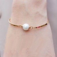 Simply Pearl Beauty Gold Band Bangle