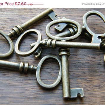 VACATION SALE Brontë - Skeleton Keys - 10 x Antique Brass Bronze Barrel Antique Vintage Skeleton Keys Key Charms