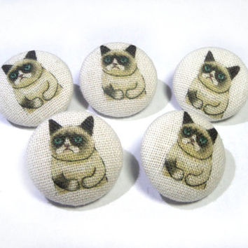 Grumpy cat fabric covered buttons, cloth buttons, small buttons, children buttons, funny cat buttons, gifts for knitters