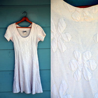 1990s. white textured daisy mini dress. s-m