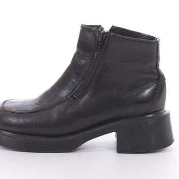 Dr Martens Black Leather Ankle Boots Minimalist Goth Classic Hipster 90s Vintage Made in England Shoes Womens Size US 7 UK 5 EUR 35-36