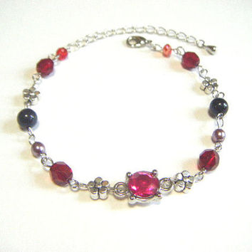 Red bracelet with bijoux parts and silver plated heart beads, red and silver bracelet, beaded bracelet, gift for her, handmade jewelry.