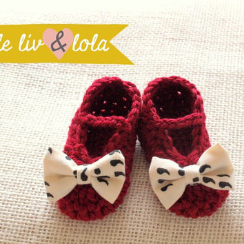 Baby booties, red with ivory and black fabric bow, baby girl shoes, baby ballet flats, baby Mary Janes, baby slippers, baby shower gift