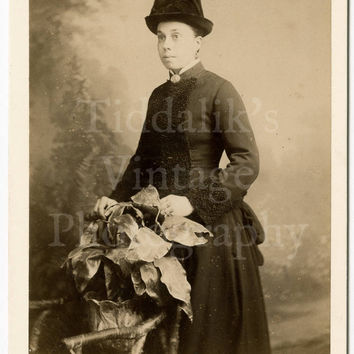 Cabinet Card Photo - Victorian Standing Woman with Splendid Hat - Hellis & Sons London England