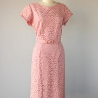 JULY 4TH SALE ... 50s dress / 1950s dress / lace cocktail dress 1950s sheath dress pink - size large