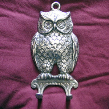 SALE wall key holder,Silver plated owl,1970's key holder,wall decor,wall hanging,metal owl,owl figurine,animal metal art