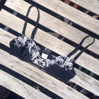 🌿Beautiful black bralette with white detailing on the bust! Size ...