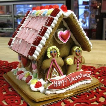 SALE   Valentineu0027s Day Edible Decorated Gingerbread House   Red And Pink  With Conversa