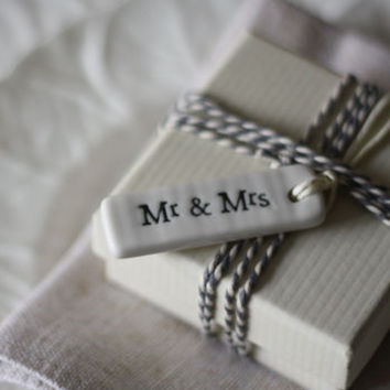 Mr And Mrs – Ceramic Gift Tag