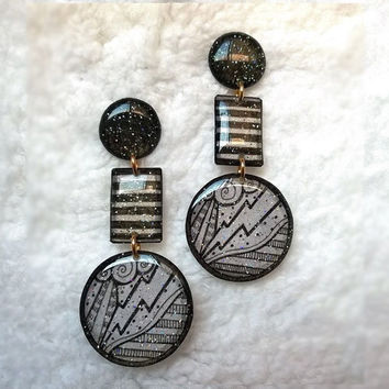 ฺBLACK AND WHITE DRAWING PATTERN EARRING