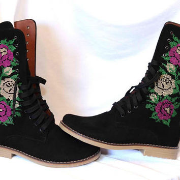 SALE Urban boots Ankle Boots Flower embroidery Lace up Ankle Boots in black leather with flower embroidery