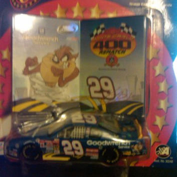 Double Platinum Goodwrench Kevin Harvick #29 Monte Carlo 400 Rematch w 2 Collectors cards