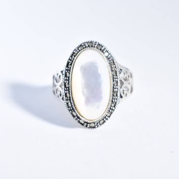 Vintage Mother of Pearl 925 Sterling Silver Ring