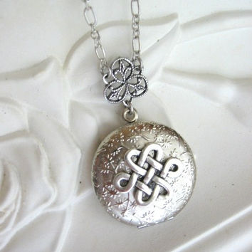Silver Locket Necklace, Celtic Knot, LOCKET, Celtic Knot Necklace, Celtic Knot Pendant, Lockets, Celtic Jewelry, Filigree Locket, Pagan, xo