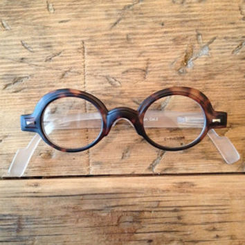Round tortoise eyewear with frosted white temples for men and women