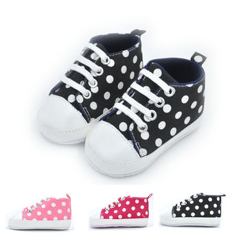 3 Colors 2017 Fashion Baby Boys Girls First Walkers Polka Dot Lace Up Kids Moccasins Soft Bottom Shallow Baby Tennis Shoes