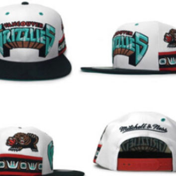 Mitchell & Ness Grizzlies Snapback in White / Black