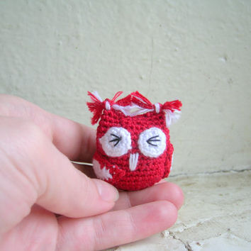 Miniature crochet owl, amigurumi owl, owl plus toy, miniature toy, collectible toy, amigurumi keychain, key holder, bird keychain