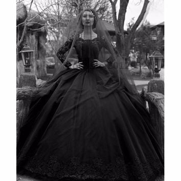 Black Gothic Wedding Dresses 2017 Long Sleeves Beaded Lace Tulle Princess Vintage Non White Wedding Gown Colorful Robe De Mariee