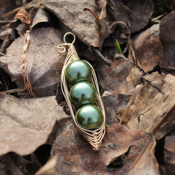 Pea in Pod Pendant Necklace - Green Pearl in Gold