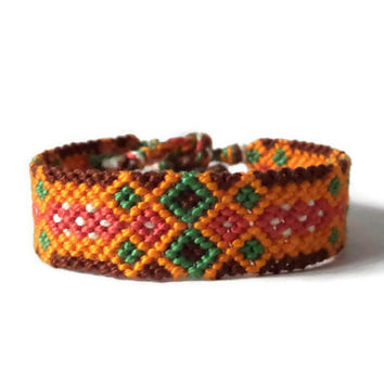 "colorful unisex adult wristlet, macrame friendship bracelet, knotted cuff ""aztec pattern"", 14 cm (5,5 inches)"