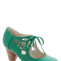 Chelsea Crew 40s Strutting Your Stuff Heel in Emerald