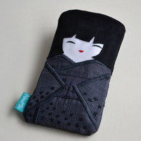 FREE SHIPPING! Darc case like doll Japanese in a kimono with black flowers, phone case, small gadget pouch, small pouch.