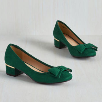 Vintage Inspired Can You Bow-lieve It? Heel in Emerald
