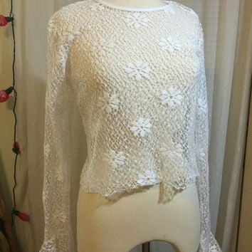 70s White Floral Crochet Netted Long Bell Sleeve Top // Light Crochet // Layering Piece // Festival Wear // Size Medium