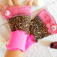 Fuchsia pink leopard gloves, Fuchsia pink gloves, Fuchsia Victorian Gloves, Gothic gloves, Wrist wrap decorations, Hippie gloves