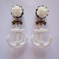"Dangle Plugs / Gauges. White Rose & Anchor. 6g / 4mm, 4g / 5mm, 2g / 6mm, 0g / 8mm, 00g / 10mm, 1/2"" / 12.5mm, 9/16"" / 14mm, 5/8"" / 16mm"
