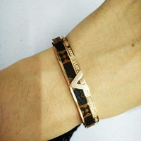 LV Louis Vuitton New fashion pattern V bracelet Rose Gold