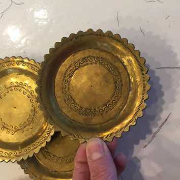 Brass coasters, Small Trays, Scalloped edges, Ash Trays, Round, Stamped, set of 5