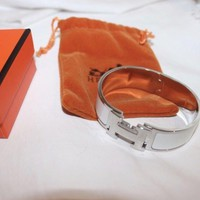 AUTHENTIC HERMES SILVER/WHITE ENAMEL CLIC CLAC H BANGLE BRACELET PM Tagre™