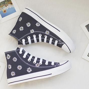 hand painted shoes converse white flowers lovely floral cute dark blue little daisy
