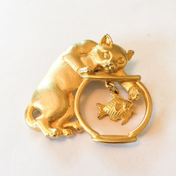 Cat with a Mouse, Whimsical Pin, Jonette Jewelry, JJ 1970s