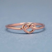 Cute Knot Heart Ring in pink gold