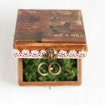 Rustic wedding ring bearer box - rustic ring box, wedding decor, rustic style, wedding decor, ring bearer box, mr&mrs, romantic, lace trim