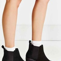 August Pointy Toe Chelsea Boot