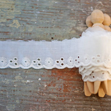 Vintage Broderie Anglaise Lace Trim White or Off-White Floral Scalloped Edge