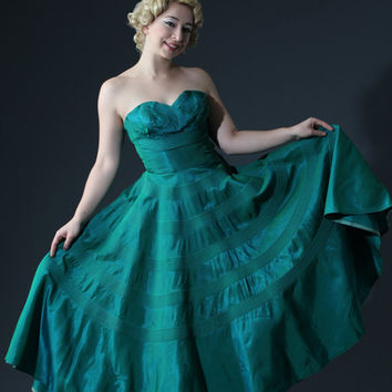 50s Fred Perlberg Strapless Gown in Green Aqua Teal Iredescent // Gorgeous Quilted Full Circle Skirt // Pleated Shelf Bust, Boned Bodice