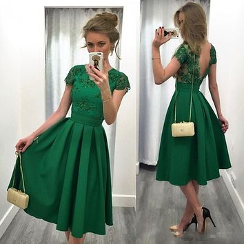 Short Prom dress Emerald Green Backless O-Neck Appliqued A Line Cap Sleeve Cocktail Party Gown for Graduation 2017 vestido curto